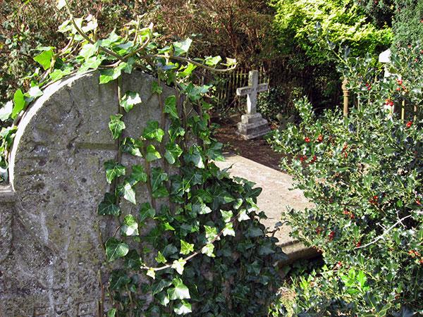 Grab auf dem Friedhof in Kells