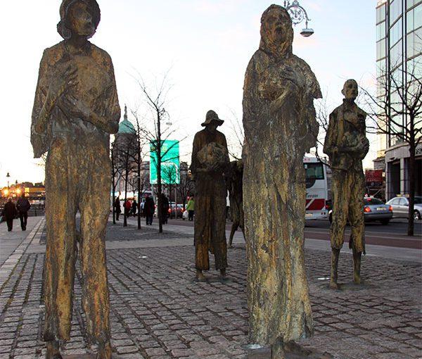 Exodus - Skulptur Dublin Hafen